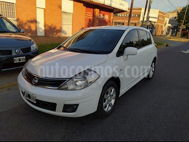 Nissan Tiida Acenta usado (2010) color Blanco precio $350.000