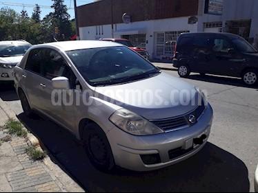 Nissan Tiida Visia usado (2008) color Gris precio $230.000