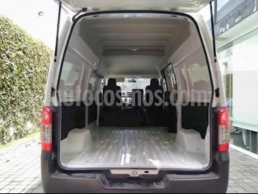 Foto Nissan Urvan 4p Amplia L4/2.5 Diesel Man P/Seg 15/Pas usado (2018) color Blanco precio $395,000
