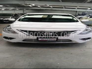 Foto Nissan Versa 4P EXCLUSIVE TA A/AC. VE PIEL GPS F. NIEBLA RA-15 usado (2015) color Blanco precio $155,000