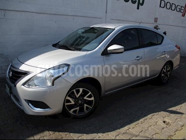 Foto Nissan Versa 4P EXCLUSIVE TA A/AC. VE PIEL GPS F. NIEBLA RA-16 usado (2018) color Plata precio $208,000