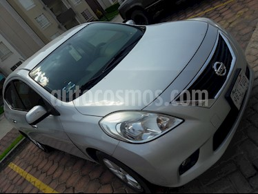 Nissan Versa Advance Aut  usado (2013) color Plata precio $120,000