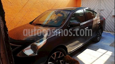 Foto Nissan Versa Advance Aut usado (2016) color Gris Oscuro precio $140,000