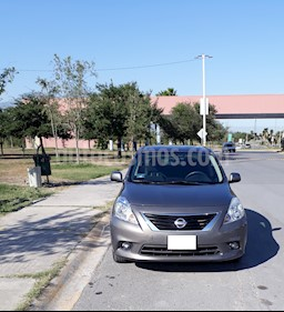 Foto Nissan Versa Advance Aut  usado (2013) color Gris precio $112,500