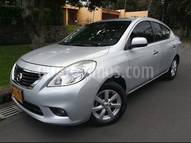 Foto venta Carro Usado Nissan Versa Advance (2013) color Plata