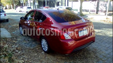 Nissan Versa Sense Aut usado (2019) color Rojo Nacarado precio $820.000