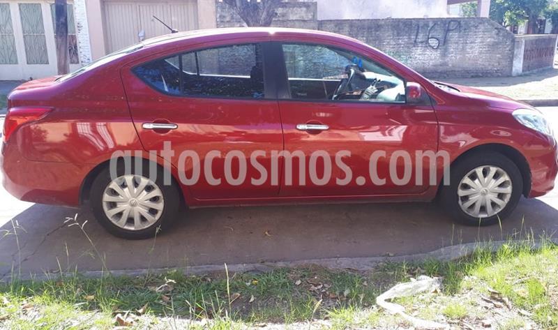 Nissan Versa Visia usado (2013) color Rojo Tinto precio $685.000