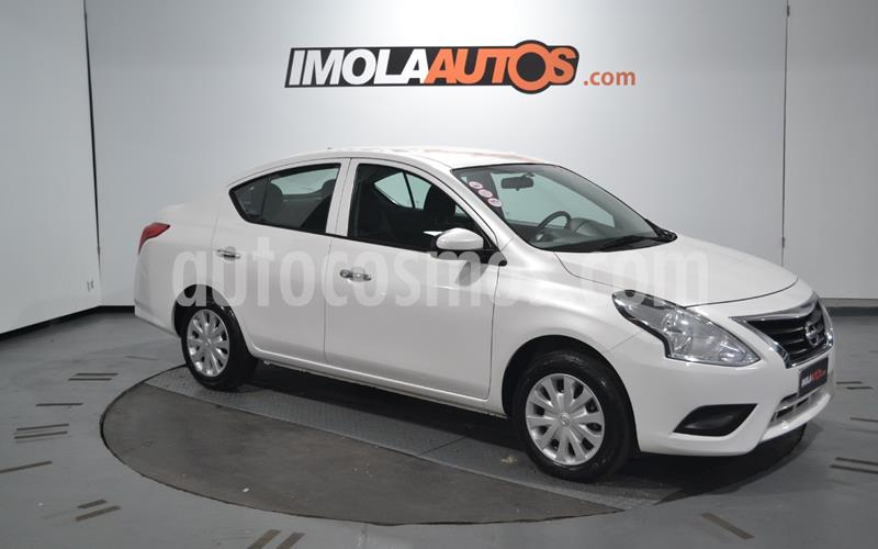 foto Nissan Versa Sense Aut usado (2018) color Blanco precio $990.000