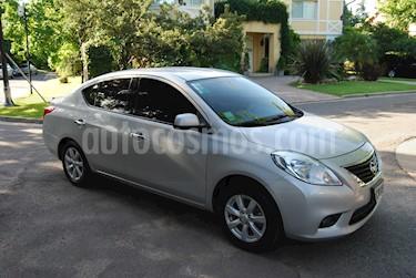 Nissan Versa Advance usado (2014) color Gris precio $400.000