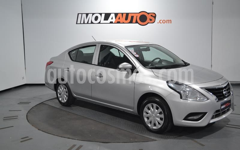 Nissan Versa Sense Aut usado (2018) color Plata precio $800.000