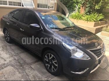 Nissan Versa Exclusive NAVI Aut usado (2017) color Gris Oscuro precio $189,000