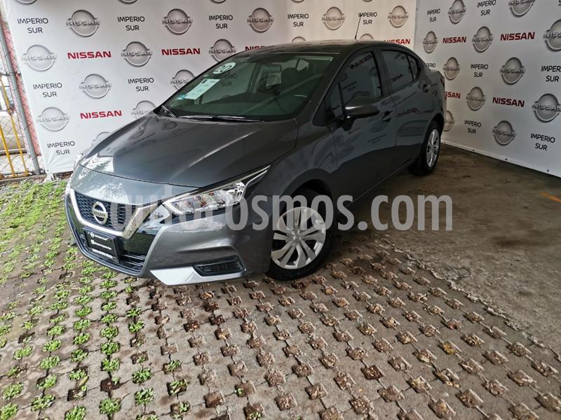 Nissan Versa Sense usado (2020) color Gris Oscuro precio $225,000