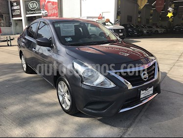 Nissan Versa Advance usado (2018) color Gris precio $200,000