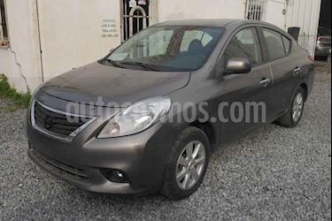 Nissan Versa Advance Aut usado (2014) color Gris precio $110,000
