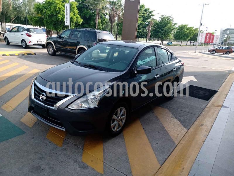 Nissan Versa Sense Aut usado (2019) color Gris precio $215,000