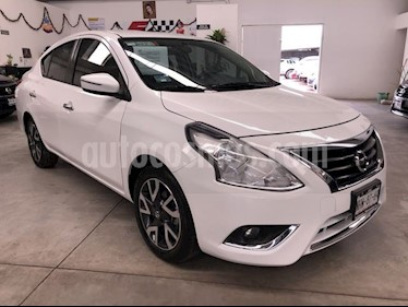 Nissan Versa Exclusive NAVI Aut usado (2018) color Blanco precio $215,000