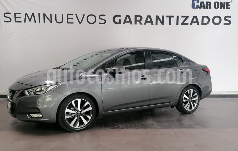 Nissan Versa Exclusive NAVI Aut usado (2020) color Gris precio $299,900