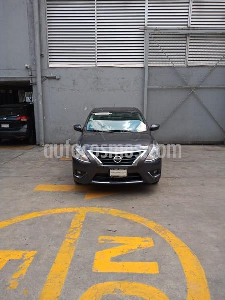 Nissan Versa Exclusive NAVI Aut usado (2018) color Gris Oscuro precio $206,500
