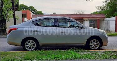 Nissan Versa Advance  usado (2014) color Plata precio $135,500