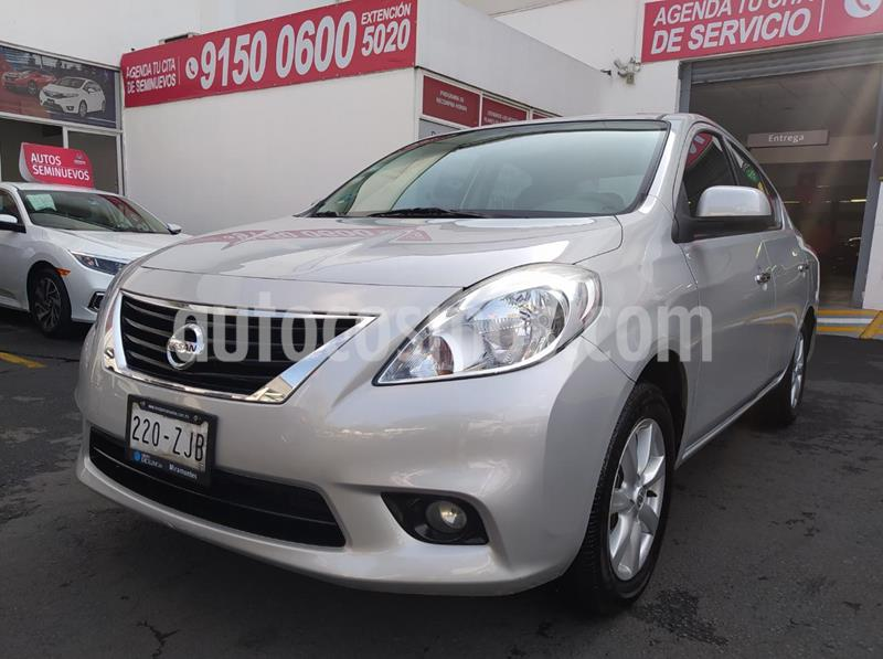 Nissan Versa Advance  usado (2014) color Plata precio $135,000