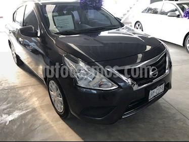 Nissan Versa Sense usado (2018) color Gris Oscuro precio $179,000