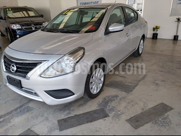 Nissan Versa Sense Aut usado (2017) color Plata precio $180,000
