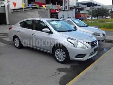 Nissan Versa Sense usado (2018) color Plata precio $175,000