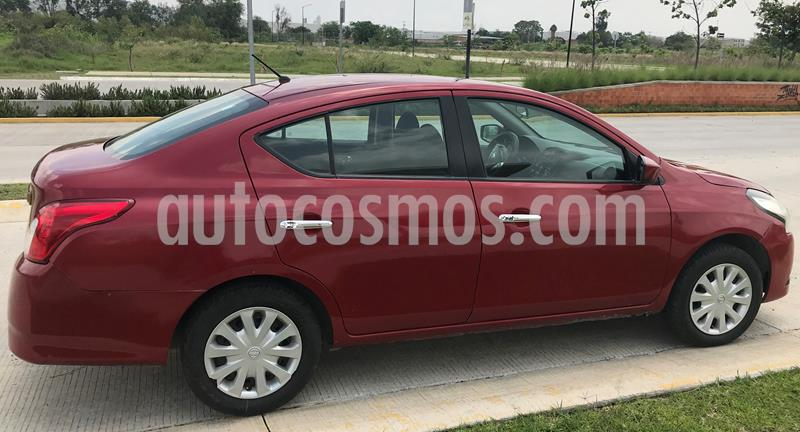 Nissan Versa Sense usado (2015) color Rojo precio $117,000