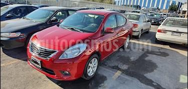 Nissan Versa Advance  usado (2014) color Rojo precio $100,000