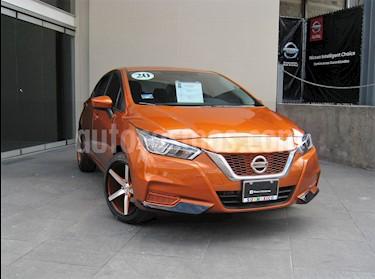 foto Nissan Versa Sense Aut usado (2020) color Naranja precio $275,000