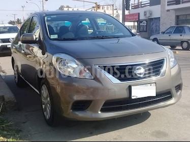 Foto venta Auto usado Nissan Versa Sense Aut (2014) color Gris Oscuro precio $310.000