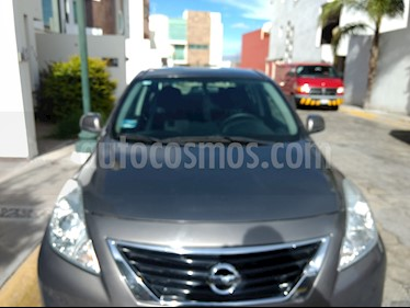 Nissan Versa Sense Aut usado (2012) color Gris precio $98,000