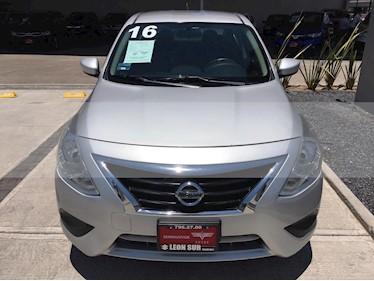 Nissan Versa Sense usado (2016) color Plata precio $165,000