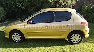Foto Peugeot 206 1.6 XR Premium 5P usado (2007) color Amarillo precio $170.000