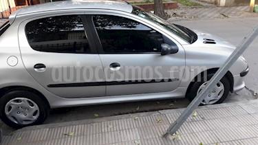 Foto Peugeot 206 1.6 XR Pack 5P usado (2004) color Gris Claro precio $185.900