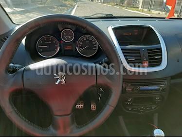 Peugeot 207 Compact 1.6 Feline 4P usado (2011) color Gris Grafito precio $290.000