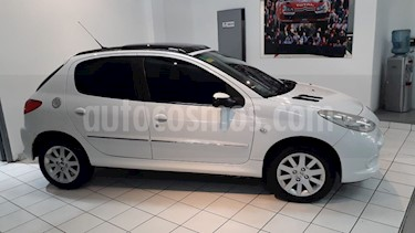 Peugeot 207 Compact 1.6 Feline 5P usado (2013) color Blanco precio $430.000