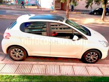 Peugeot 208 1.4L Active HDi 5p usado (2015) color Blanco Banquise precio $7.400.000