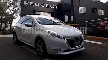 Foto venta Auto Seminuevo Peugeot 208 1.6L Feline Aut (2015) color Blanco precio $179,900