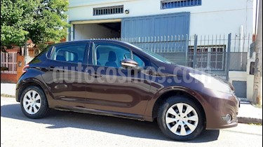 foto Peugeot 208 Allure 1.5 NAV usado (2015) precio $435.000
