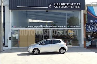 Peugeot 208 Allure 1.6  usado (2013) color Gris Claro precio $475.000