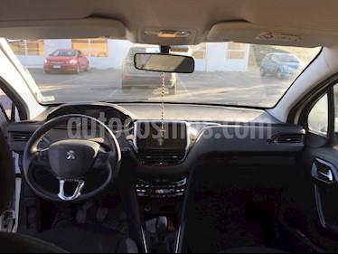 Peugeot 208 1.2L Active 5p usado (2015) color Blanco precio $5.190.000