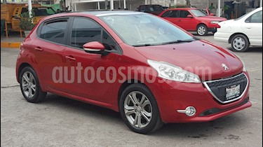 Peugeot 208 1.6L Allure usado (2016) color Rojo Rubi precio $135,500