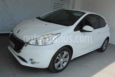 Peugeot 208 3p Allure L4/1.6 Man usado (2014) color Blanco precio $135,000
