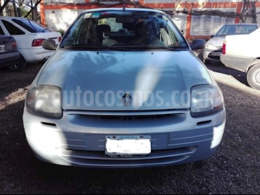 Renault Clio - usado (2002) color Gris precio $150.000