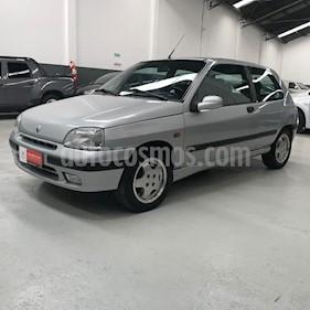 foto Renault Clio 3P 1.8 RSi usado (1998) color Gris Claro precio $310.395