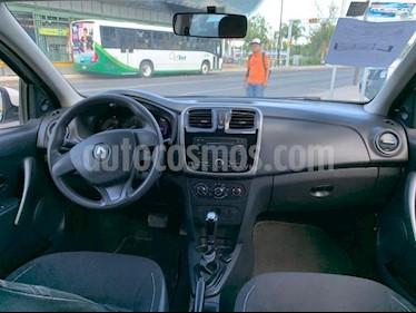 Foto venta Auto usado Renault Logan 4p Expression L4/1.6 Aut (2016) color Blanco precio $135,000