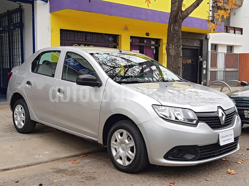 Renault Logan 1.6 Authentique Pack I usado (2014) color Plata precio $615.000