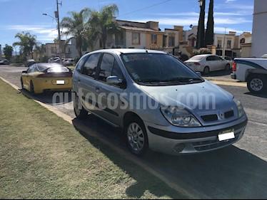 Foto venta Auto Seminuevo Renault Scenic 2.0 Expression (2004) color Plata precio $38,000
