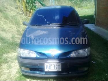 Foto venta carro usado Renault Scenic Auto. 2.0 (2000) color Azul precio u$s600